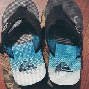 Set of 2 sandals